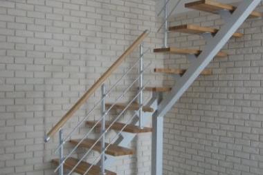 Фото лестниц  на металлокаркасе